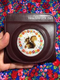 プラナカンビーズ刺繍お花とリスの小銭入れ - プラナカンビーズ刺繍  ビーズワークと旅