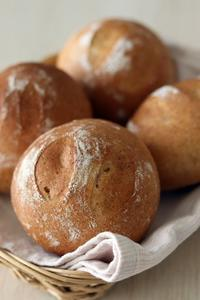 小麦胚芽のテーブルロールでサラダチキンサンド - Takacoco Kitchen