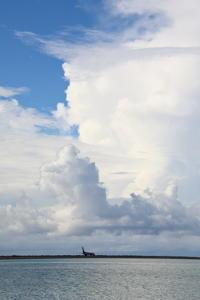 崩れかけ - 南の島の飛行機日記