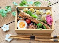 アスパラの豚肉巻きのお弁当と彼岸花とたんぽぽの咲く道 - おだやかなとき