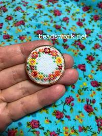 プラナカンビーズ刺繍ブローチ - プラナカンビーズ刺繍  ビーズワークと旅