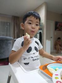 健翔は果物が好きです - 65歳お父さん、バンコク子育て日記
