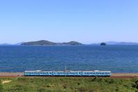 セトウチトレインは瀬戸内海バックで(笑) - かにさんの横歩き散歩日記