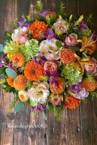 退院のお祝いにバラ2種「ヘリオスロマンティカ」と「コーラルハート」を使ったフラワーアレンジメント。 - 花色~あなたの好きなお花屋さんになりたい~
