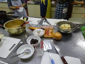 AM10月の料理教室に参加PM自宅生垣工事実施 -