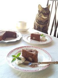 猫とおやつ♪ 栗のガトーショコラ - キッチンで猫と・・・