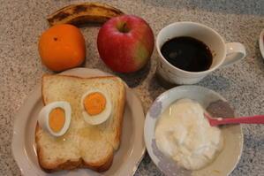 朝:ゆで卵添え・ホテルブレッド、ヨーグルト、果物&コーヒー 昼:天丼弁当、餃子 夜:鮟鱇汁、白身魚フライ - 米沢より愛をこめて・・