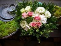 ご結婚記念日にアレンジメント。「ピンクメインに、白、グリーン等」。2020/10/23。 - 札幌 花屋 meLL flowers