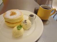 レインボーパンケーキ『アイスクリーム&メープル』 - もはもはメモ2