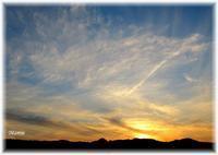 秋の夕暮れのすじ雲と白いお月様 - おだやかに たのしく Que Sera Sera