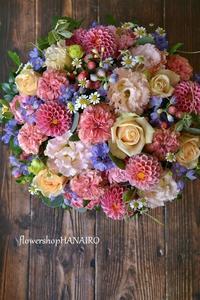 バラ2種「ラロック」と「ピーチアヴァランチェ」を使ったフラワーアレンジメント。 - 花色~あなたの好きなお花屋さんになりたい~
