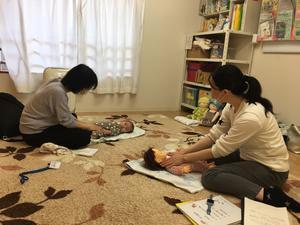 ベビーマッサージで親子のコミュニケーション - ふかふか子育てコミュニティベース