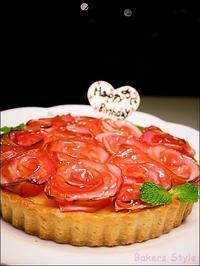 アップルローズタルトのバースデーケーキ🍎 - Bakers Style