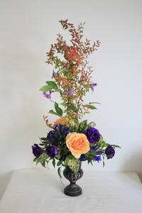 10月のNHK文化センター普通科の花は「クラウン」 - クレッセント日記
