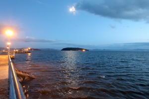 光る月をぱくり雲の魚トラジメーノ湖 - イタリア写真草子 Fotoblog da Perugia