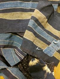 布団皮でパンツ作ってます - 紅い風