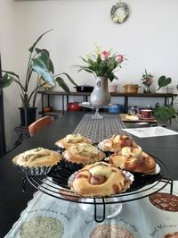 『ウィンナーパン』&『ツナマヨパン』レッスン - カフェ気分なパン教室  *・゜゚・*ローズのマリ