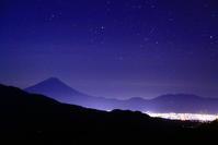 令和2年10月の富士(5) 清里高原の夜空の富士 - 富士への散歩道 ~撮影記~