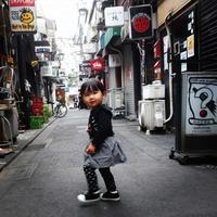 しづく、新宿ゴールデン街に立つ。1歳5ヶ月の秋。 - リカヤ超特急