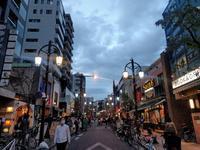 夕暮れの神楽坂通り - ゲストハウス東京