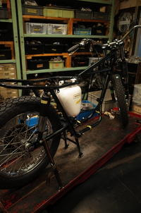 1963 TRIUMPH T120 外装周り取り付け、エンジン搭載 - Vintage motorcycle study
