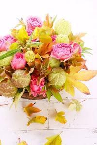 ドーナツ型花器を使ったコンポジション - お花に囲まれて