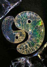 (新作勾玉!)プレシャスオパール 出雲型勾玉(エチオピア産) - 石の音、ときどき日常