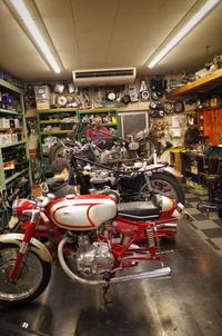 火曜日の授業風景~1965 TRIUMPH TR6 エンジン始動~ - Vintage motorcycle study