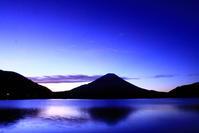 令和2年11月の富士(4)精進湖の夜明けの富士 - 富士への散歩道 ~撮影記~