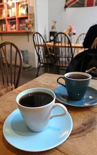 イギリスを感じるカフェでコーヒーを@南森町 - カステラさん