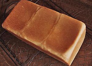 水分をいっぱい含んだ「ポーリッシユ種」で焼く食パン - temanesii