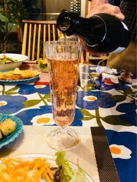 ピンクスパークリングワインと具沢山ペペロンチーノ! - ワタシの呑日記