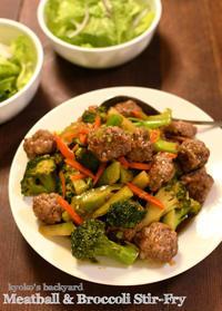 肉団子とブロッコリーの炒めもの+カリカリ目玉焼き - Kyoko's Backyard ~アメリカで田舎暮らし~