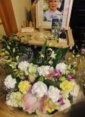 花を送って頂きました・妻の仏前 - いくつになってもキザ男