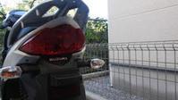 【バイク】ナンバー灯LEDに交換 取り付けライセンスランプ交換方法SUZUKI  address110/アドレス110LEDポジションランプ使用しました。T10【LED】 - まあまあちゃんねる