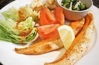 ■THE・朝ご飯【簡単ワンプレ 鮭ハラス焼き/長芋素揚げ/酢の物】 - 「料理と趣味の部屋」
