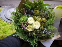 ご結婚記念日に花束。白~グリーン系。清田区北野にお届け。2020/11/22。 - 札幌 花屋 meLL flowers