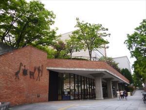 神戸が舞台の白石一文『神秘』まず訪ねたのが神戸市立中央図書館 - 阪急・阪神沿線文学散歩