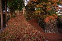 落葉の山城の夜明け高取城址 - 峰さんの山あるき