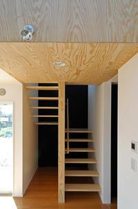 化粧ラーチ合板の階段! - 島田博一建築設計室のWEEKLY  PHOTO / 栃木県 建築設計事務所