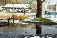 雪融けの水溜まりと今季一番の寒さ - 照片画廊