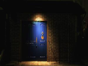 11/28(土)?12/17(木)まで22:00迄の営業 - BAR DORAS      Door of Riverside