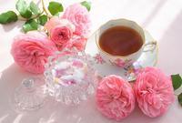 バラとティータイム - バラとハーブのある暮らし Salon de Roses