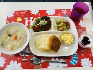 ひだまり工房昼食ロールパンクリームシチューサラダタルタルソースフライドチキンヨーグルト -