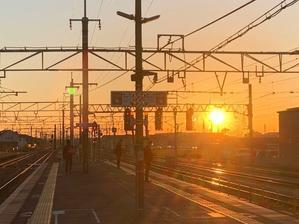 朝の駅 -
