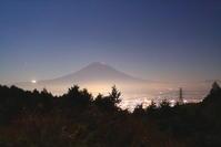 令和2年12月の富士(1)乙女峠の夜の富士 - 富士への散歩道 ~撮影記~