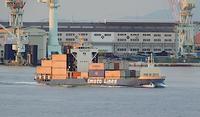 大雪!(ニ四節気)、内航コンテナー船「まや」満喫水 at 神戸港内 - みなと神戸 のんびり風物詩