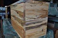 スポルテッド一枚板テレビボード - SOLiD「無垢材セレクトカタログ」/ 材木店・製材所 新発田屋(シバタヤ)