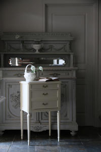 フレンチアンティーク サイドテーブル  ガーランドの金具 オフホワイト ナイトテーブル - clair de lune