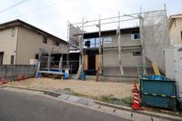 木建にガラス嵌め込み/土手下の住宅/倉敷 - 建築事務所は日々考える